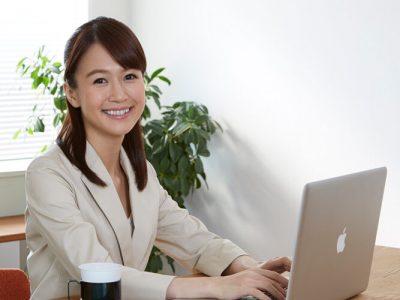 パソコンと女性画像